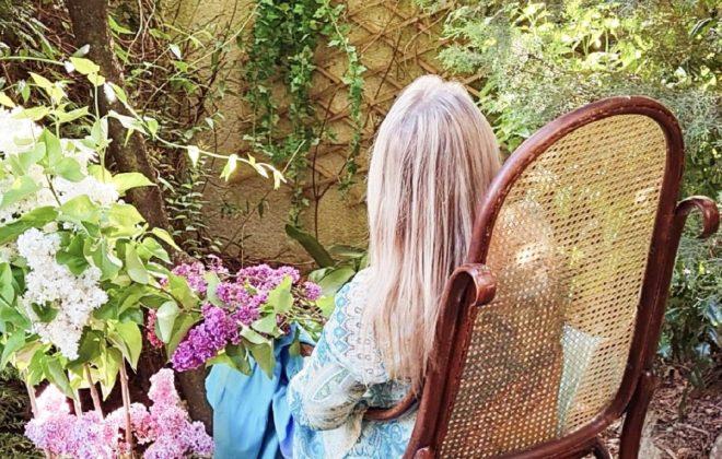 ŠANSONY ZKARANTÉNY – Aupres de ma blonde (čti Ó pré d ma blonde)